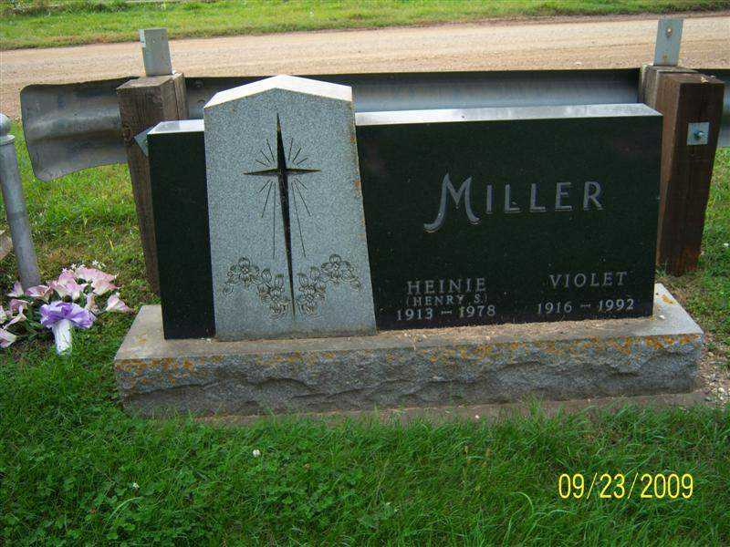 miller_heinie_and_violet_headstone